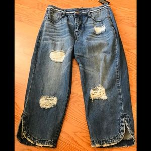 Signature Studio distressed, cropped jeans size 6